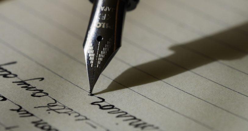 Putting pen to paper in style. Image course: Aaron Burden, Unsplash