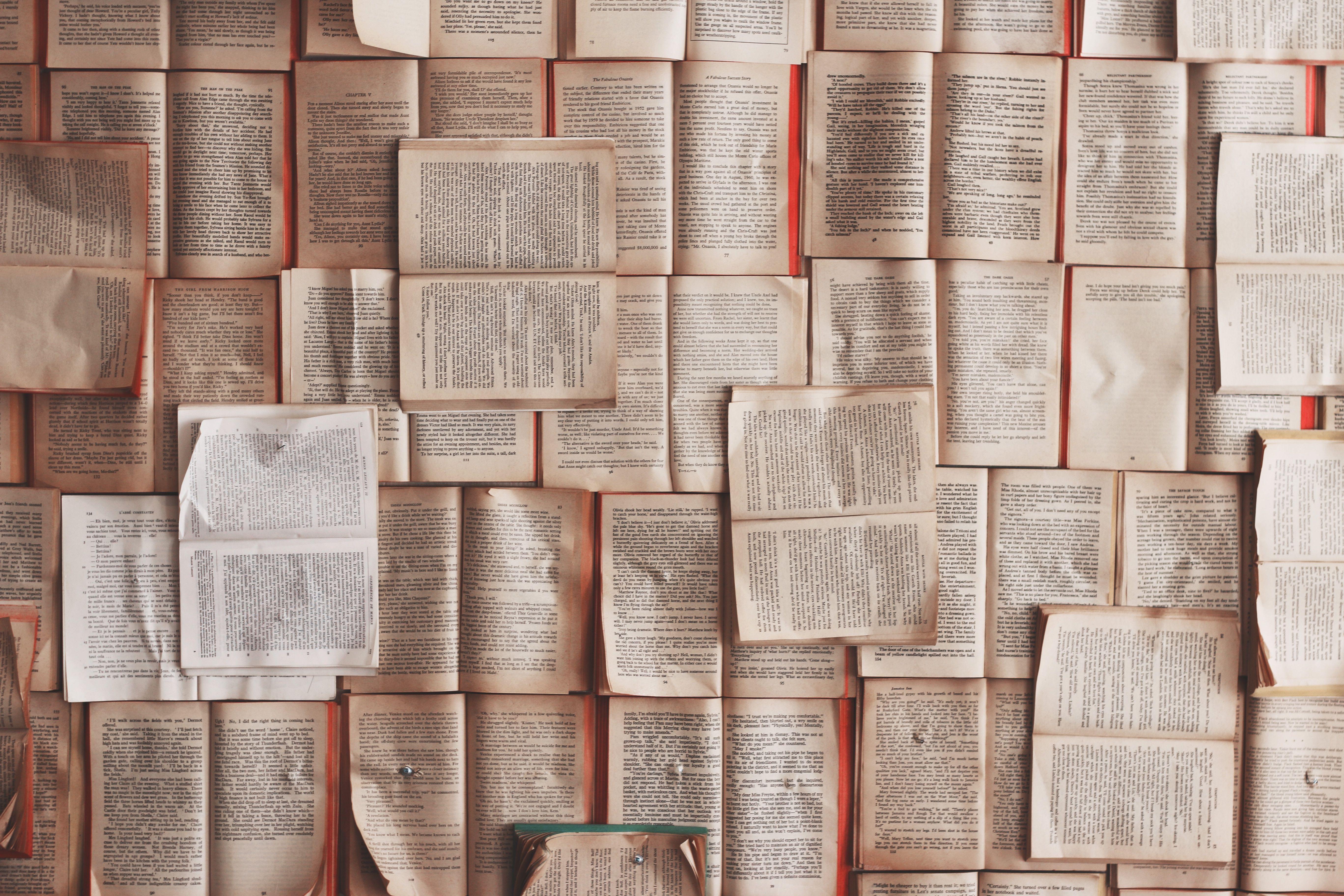 Seiten aus Wörterbüchern.